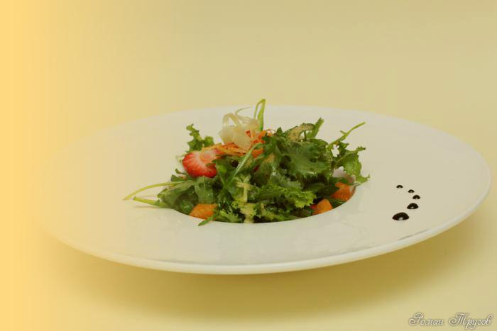 рецепт салата с крабовым и мандарином